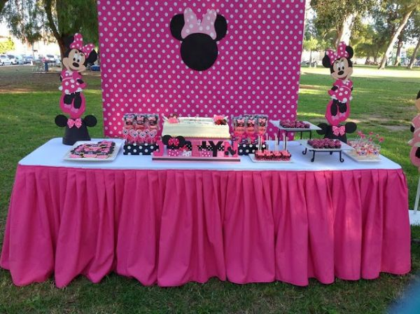 hot pink minnie mouse dessert table setup