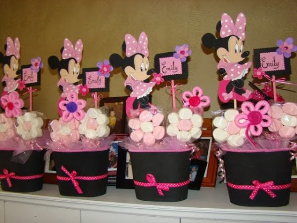 marshamallow flower with minnie cutout buckets