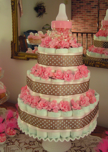 pink-baby-shower-diaper-cake