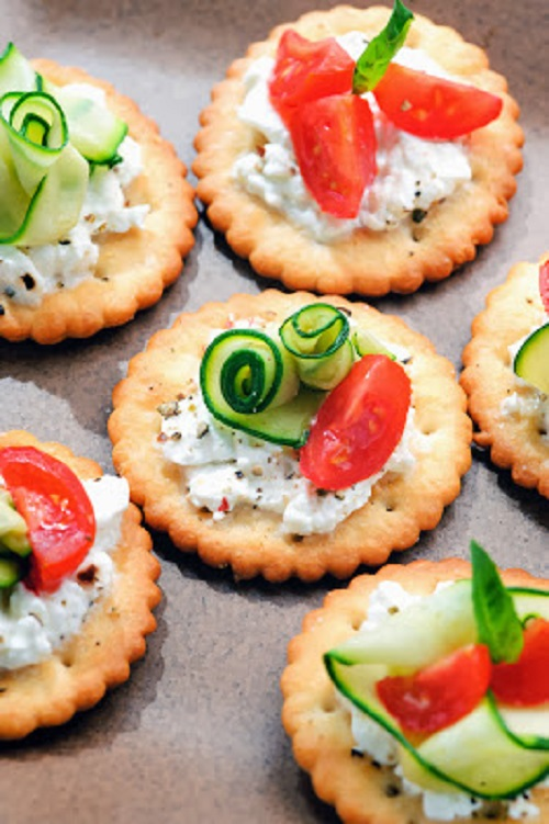 simple-baby-shower-food-ideas-bite-size-canapes-with-cottagecheese