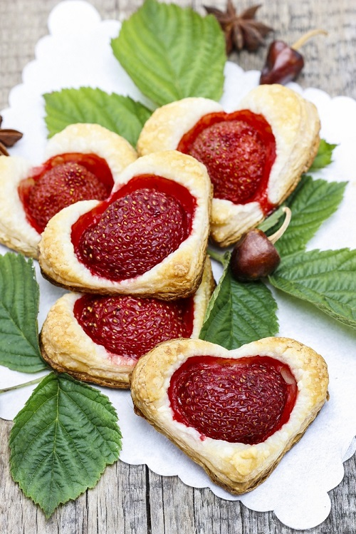 simple-baby-shower-food-ideas-puff-pastry-cookies-filled-with-fresh-strawberries