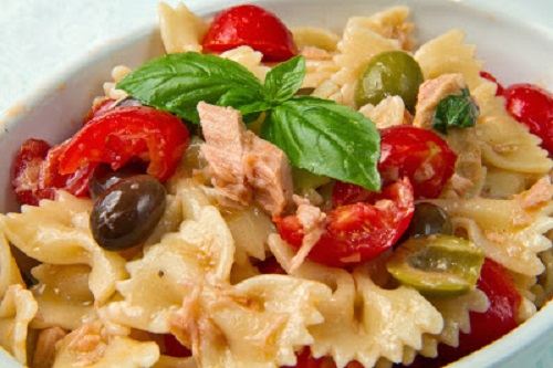 simple-baby-shower-food-ideas-butterfly-pasta-salad-with-tuna-tomatos-and-olives
