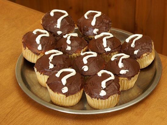 gender reveal question mark cupcakes