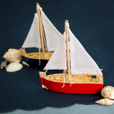 mini-wooden-sailboats-set
