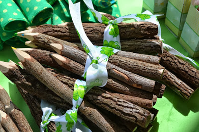 rustic-prince-frog-baby-shower-decor