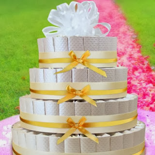 white-and-gold-personalized-custom-favor-cake-400