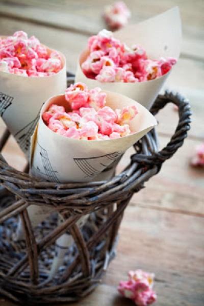 DIY Making Paper Treat Cones pink girl popcorn