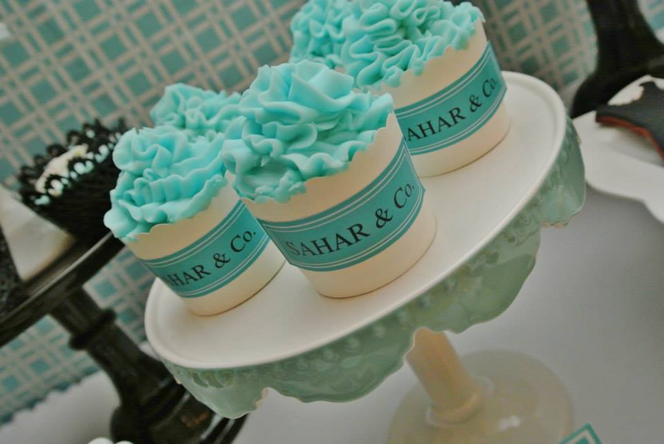 vibrant tiffany blue cupcake frostings