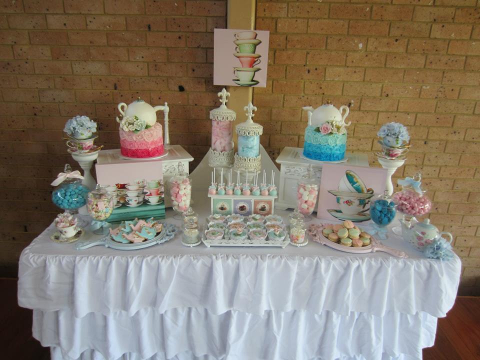 pink and blue tea pot cakes