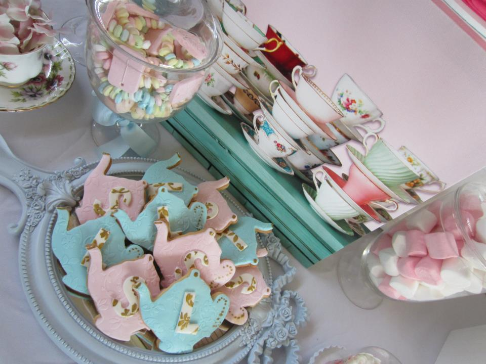 vintage teapot cookies in pink and blue