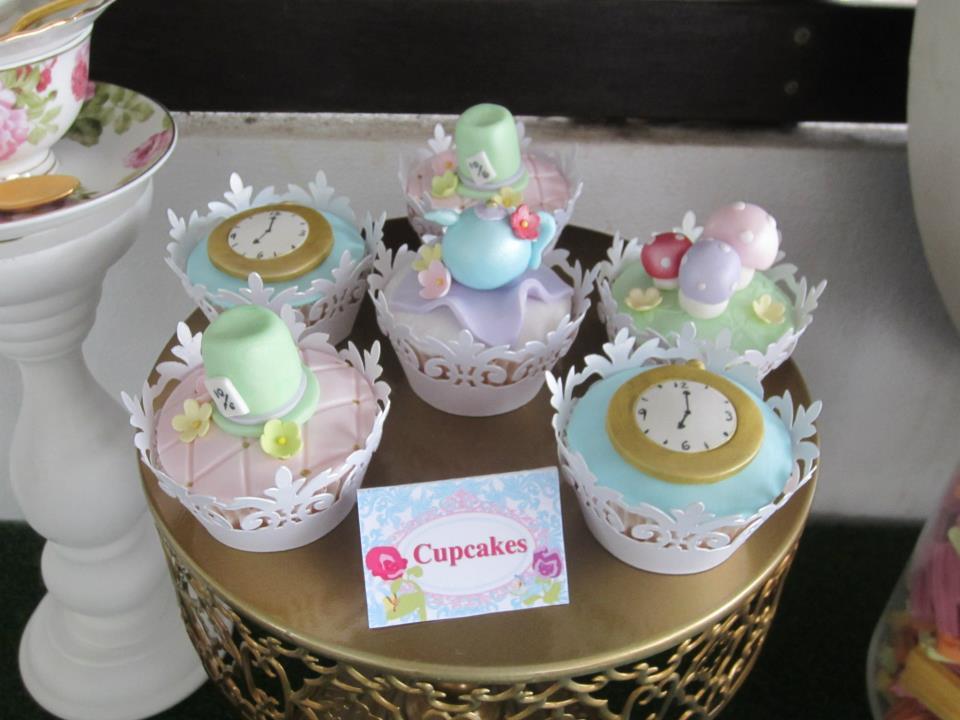alice in wonderland cupcakes - clocks, mad hatters