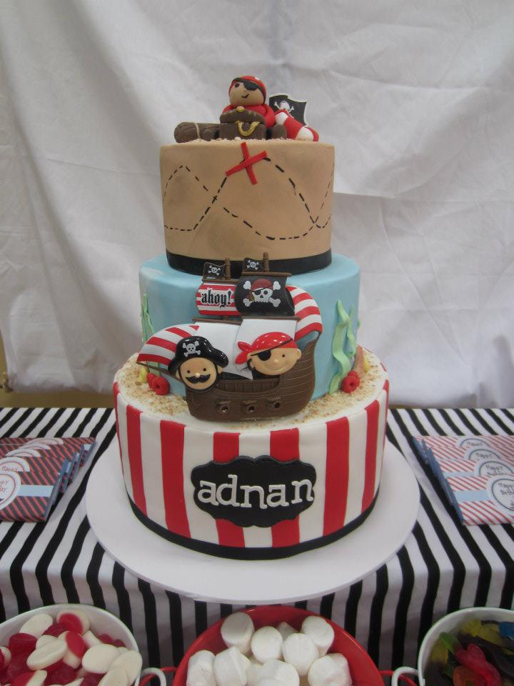 pirate cake with treasure map on top
