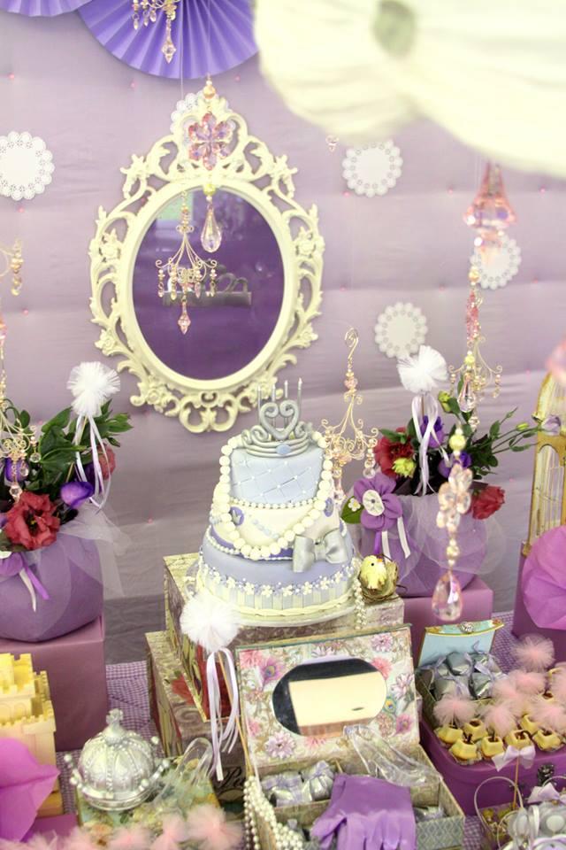 mirror with tiara