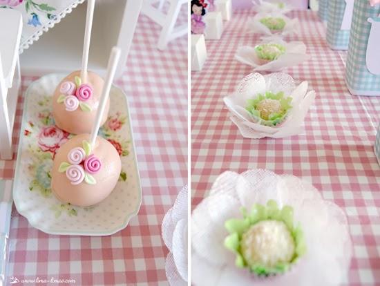 treats in paper flower