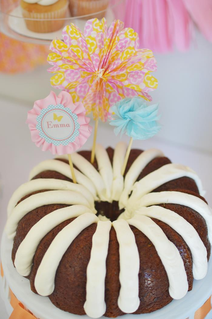 bun cake with pretty paper flower toppers