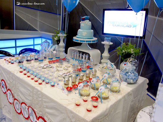 blue polka dots balloons and cake