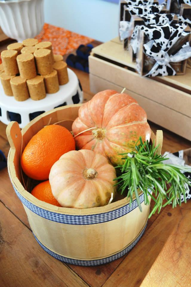 A Little Farm Party Ideas Pumpkin decor