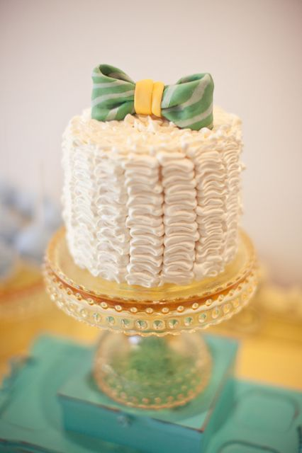 centerpiece baby shower cake with decoration