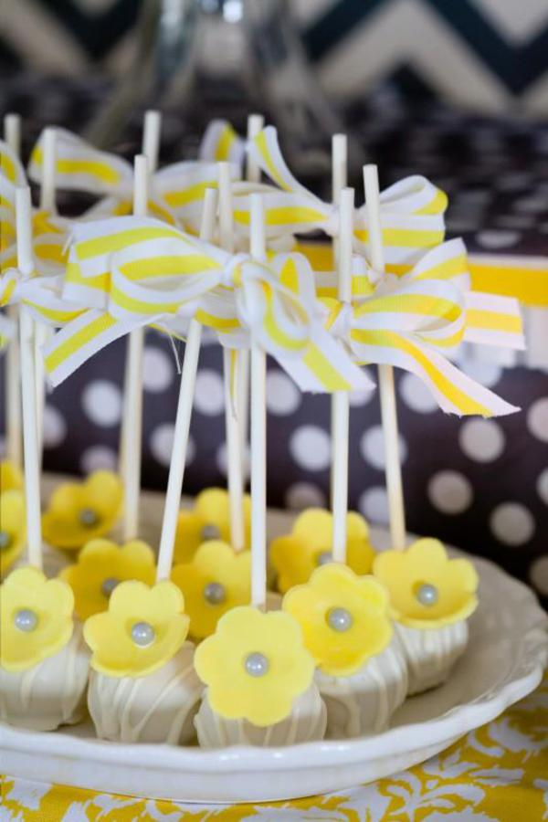 yellow floral cakepops