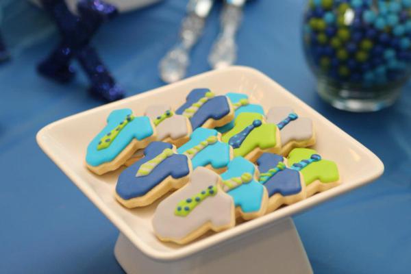 baby onesie and tie cookies