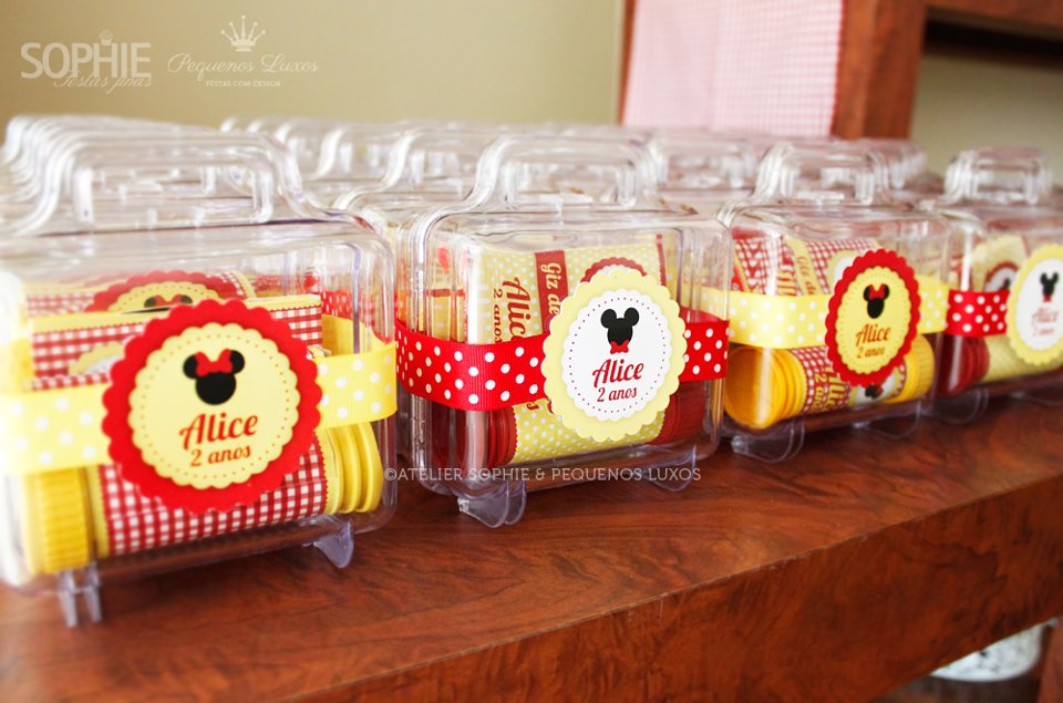 Picnic with Minnie Mouse baby shower ideas and suppliesy