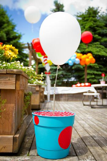 Dr seuss inspired cat in the hat party ideas via babyshowerideas4u plant pot with balloon