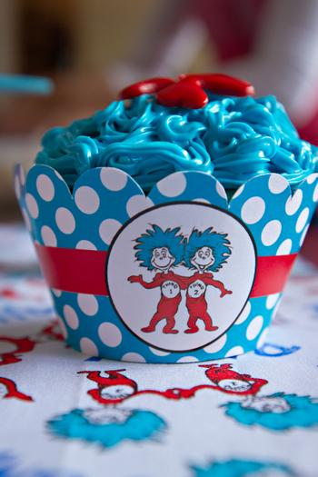 Dr seuss inspired cat in the hat party ideas via babyshowerideas4u thing 1 thing 2 cupcakes