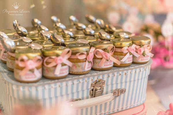 honey jars and spoon favors