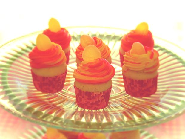 Pink Lemonade Baby Shower decorations and inspirations via babyshowerideas4u.com mini cupcakes with yellow gum drop