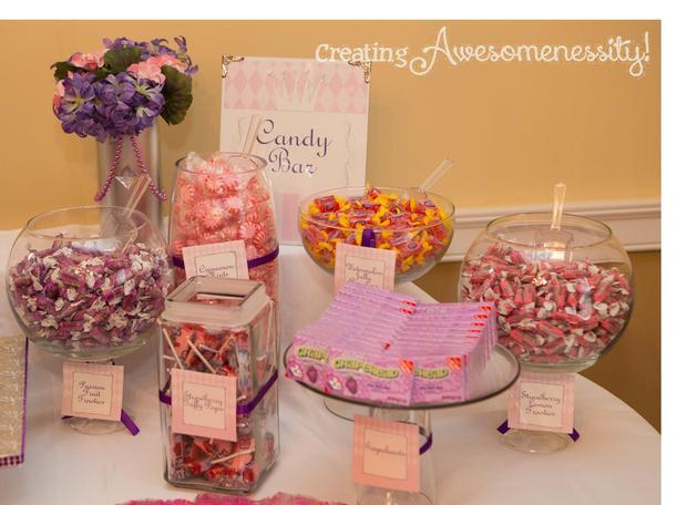 A Royal Welcome Baby Shower decorations via babyshowerideas4u.com candy bar