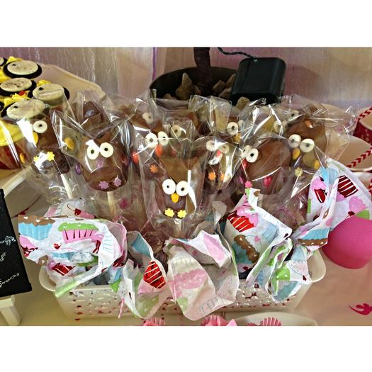 Whoo Owl Baby Shower decoration inspirations cake pops