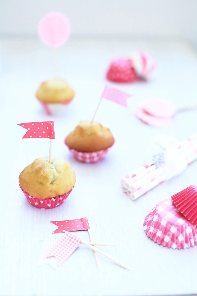 how to use cupcake toppers