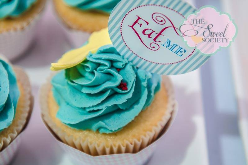 whimsical wonderland garden party via babyshowerideas4u eat me cupcakes