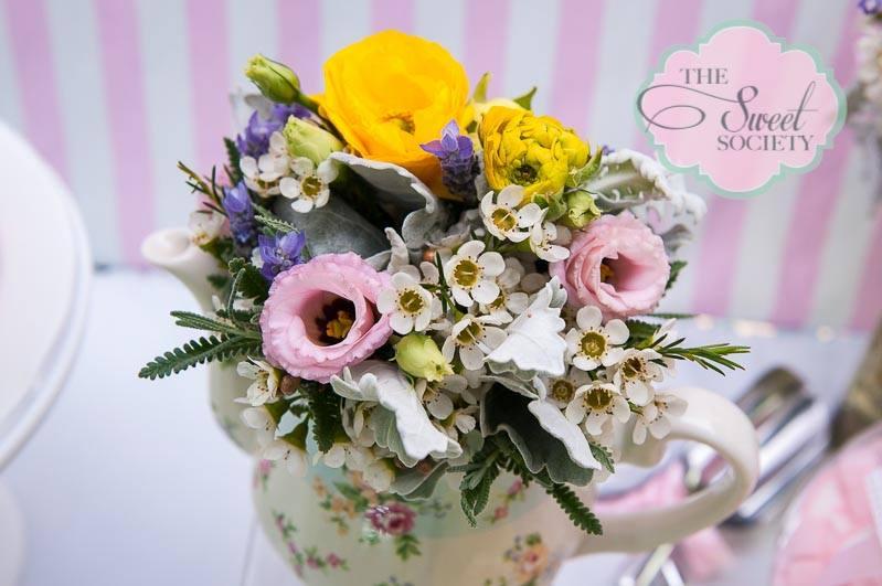 whimsical wonderland garden party via babyshowerideas4u florals 2
