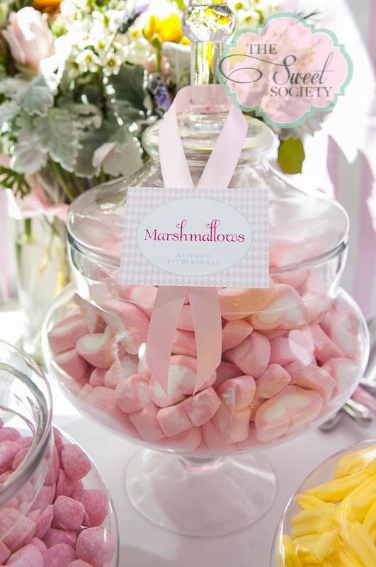 whimsical wonderland garden party via babyshowerideas4u marshmallows