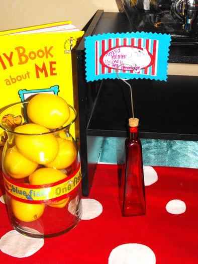 Dr Seuss baby shower  via babyshowerideas4u.com 4
