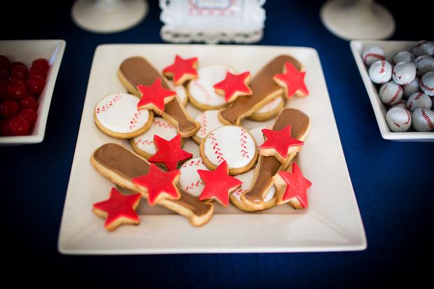 baseball themed baby shower ideas, ruffled cake, amazing baseball cookies, oreo, gloves, bats