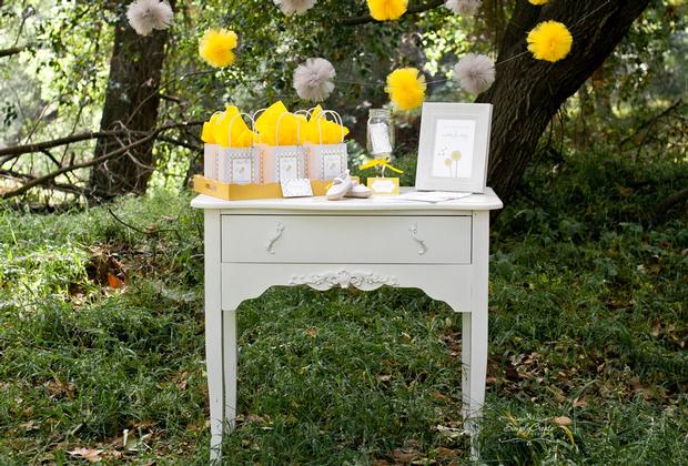 dreams and wishes dandelion baby shower party ideas via babyshoweridesa4u cute tulle pom poms for the favor table