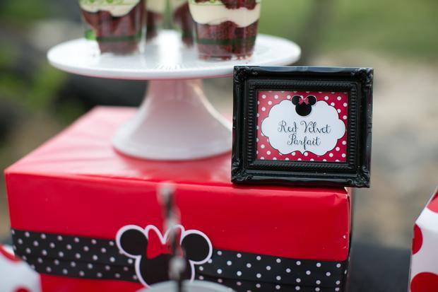 minnie mouse picnic party red black polka dots dessert