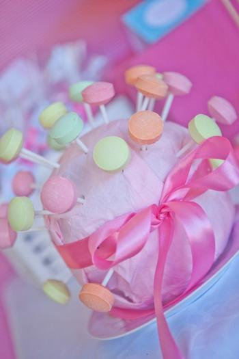 pink vintage hot air balloon baby shower via babyshowerideas4u candy