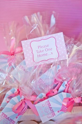 pink vintage hot air balloon baby shower via babyshowerideas4u favors