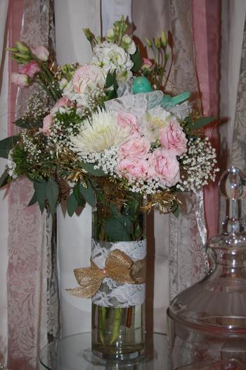 vintage glam baby shower via babyshowerideas4u flowers