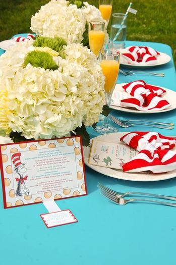 Dr. Seuss Baby Shower Napkin folding in cat in the hat Bow