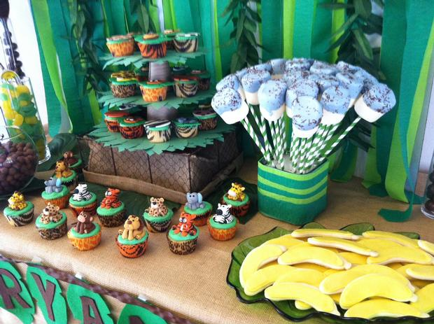 Jungle Safari Baby Shower table with goodies