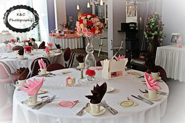 Leopard Chic Momma, chic baby shower ideas, table setting, pretty pink napkins