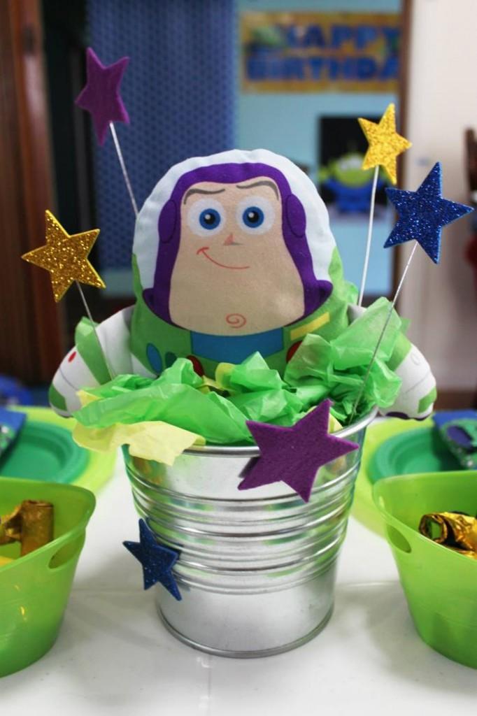 buzz lightyear birthday party, buzz lightyear baby shower ideas, cake, drink station, thank you, buxx
