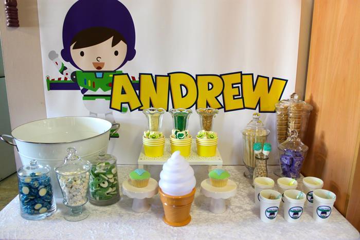 buzz lightyear birthday party, buzz lightyear baby shower ideas, cake, drink station