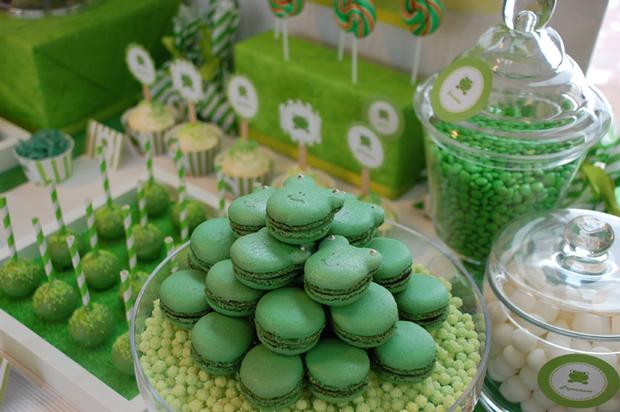 frog themed baby shower ideas, decorations, green colors, frog toppers, frog color macarons