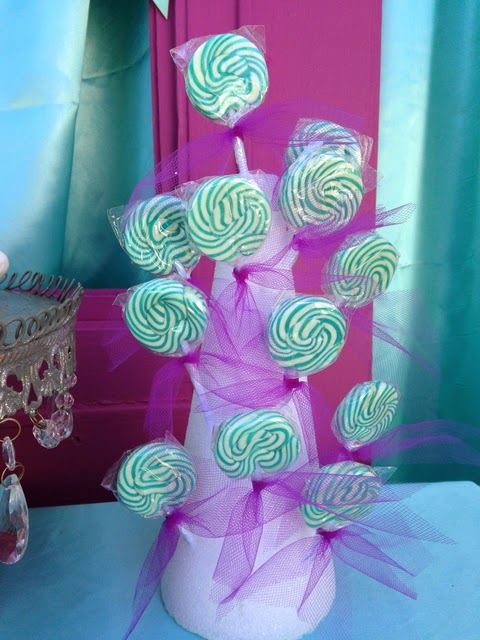 frozen movie birthday party, snowflakes toppers, lollipops