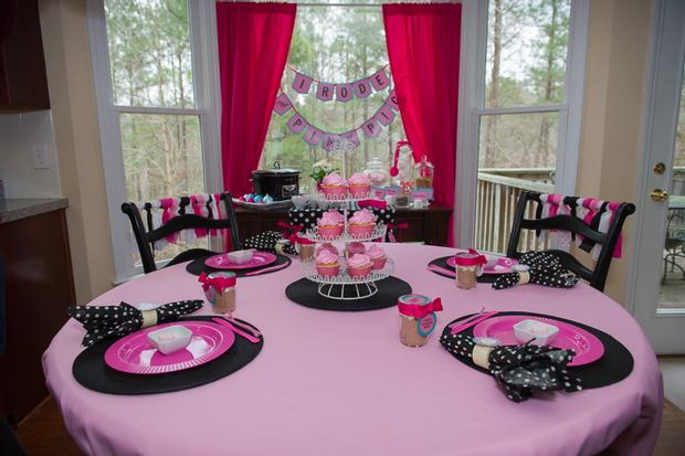 pink pig party ideas, birthday party, baby shower, playdate ideas, table setting